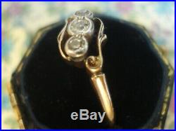 Beautiful & Finely Crafted Antique Art Deco 3 Sparkling Diamonds 18CT Gold Ring